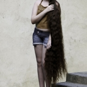"""Rapunzel"" a 12-Year-Old Girl From Brazil Selling Her Hair Because Of Finacial Isuues."