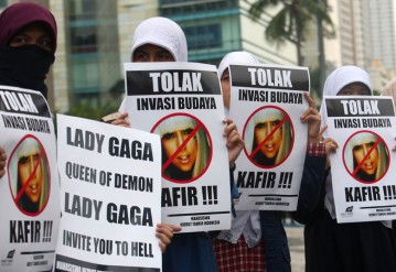 Fans and Protesters of Lady Gaga in tour of Asia