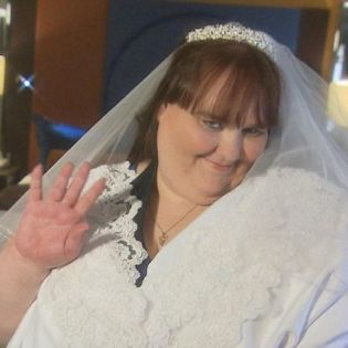 American Suzanne Emane Become the Fattest Bride In The World