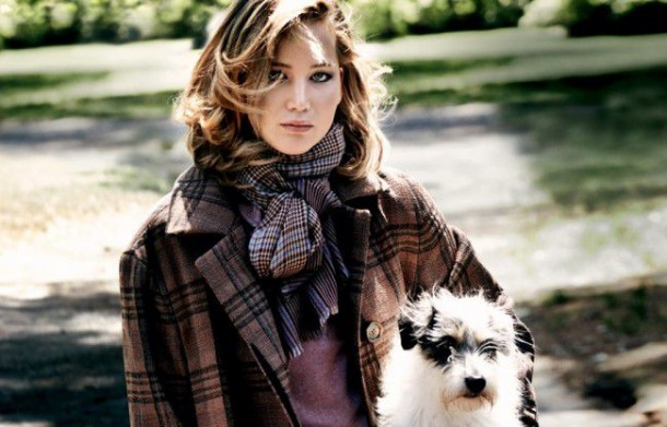 Jennifer Lawrence in 'Vogue' Pictures With Cute Dogs (6)