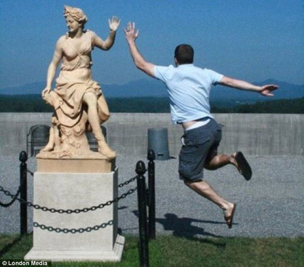 Amazing Funny Pictures of Monuments (6)