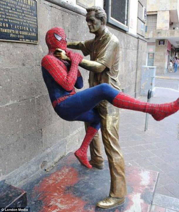 Amazing Funny Pictures of Monuments (10)