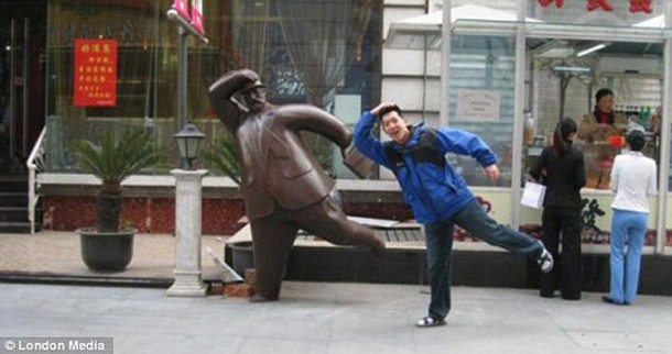 Amazing Funny Pictures of Monuments (11)
