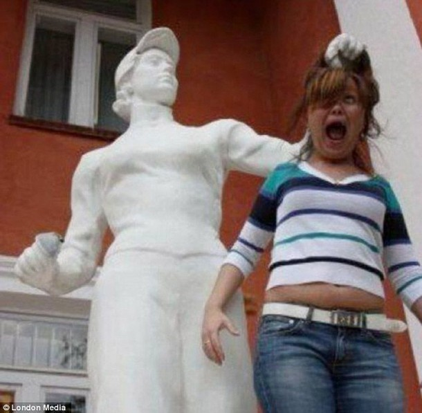 Amazing Funny Pictures of Monuments (17)
