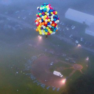 The American Tried to Fly over the Atlantic Ocean on 375 Balloons