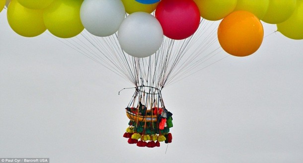 AAmerican Jonathan Trappe has made an attempt to cross the Atlantic Ocean on a bunch of 375 colorful balloons, inflated with helium. The flight began in the morning on September 12. Basket of the balloon - an unusual, it can turn into an inflatable boat if still adventurer will be forced to land in the sea .. (8)