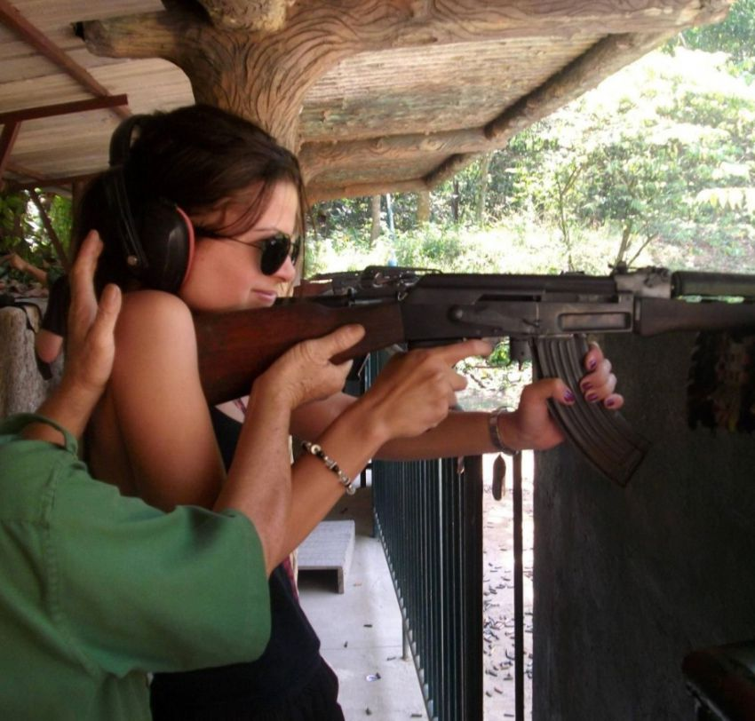 Girls With Guns - Good Combination (9)