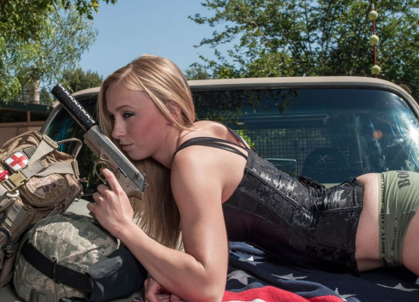 Girls With Guns - Good Combination (5)