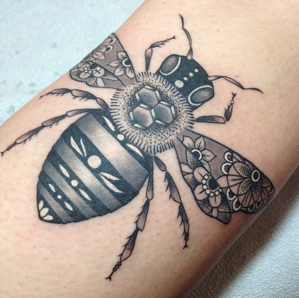 bee tattoo by tami at tattoo zoo victoria bc. Black Bedroom Furniture Sets. Home Design Ideas