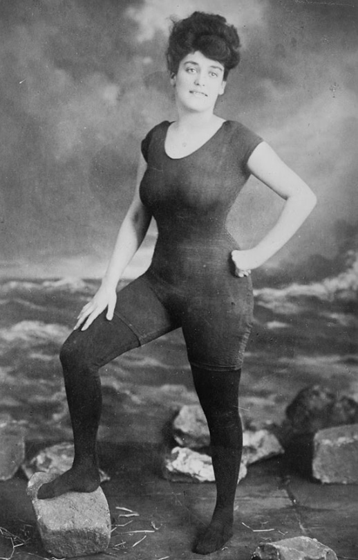 Annette Kellerman promotes women's right to wear a fitted one-piece bathing suit, 1907