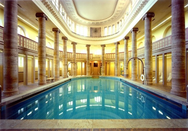 Public swimming pool in Berlin [708 x 494]