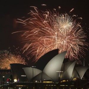 New Year Eve Fireworks Around the World – Dec 31, 2014