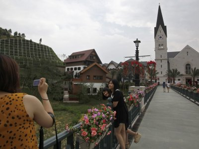 that in 2012, China spent $940m to build a secret replica of Hallstatt, a small Austrian town with 900 inhabitants, except that the Chinese town was built as a high-end residential project