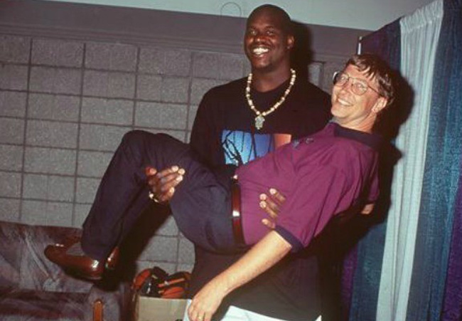 Shaquille O'Neal holding Bill Gates
