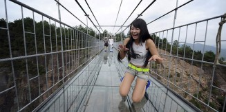 World's Longest Glass Bridge Opens In China – Looks Terrifying