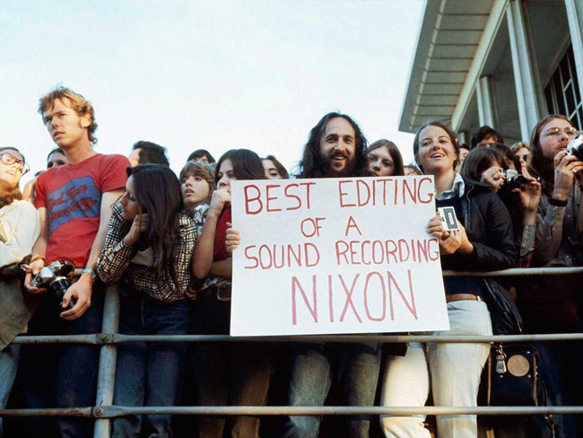 A spectator holds up a sign at the Academy Awards, April 1974