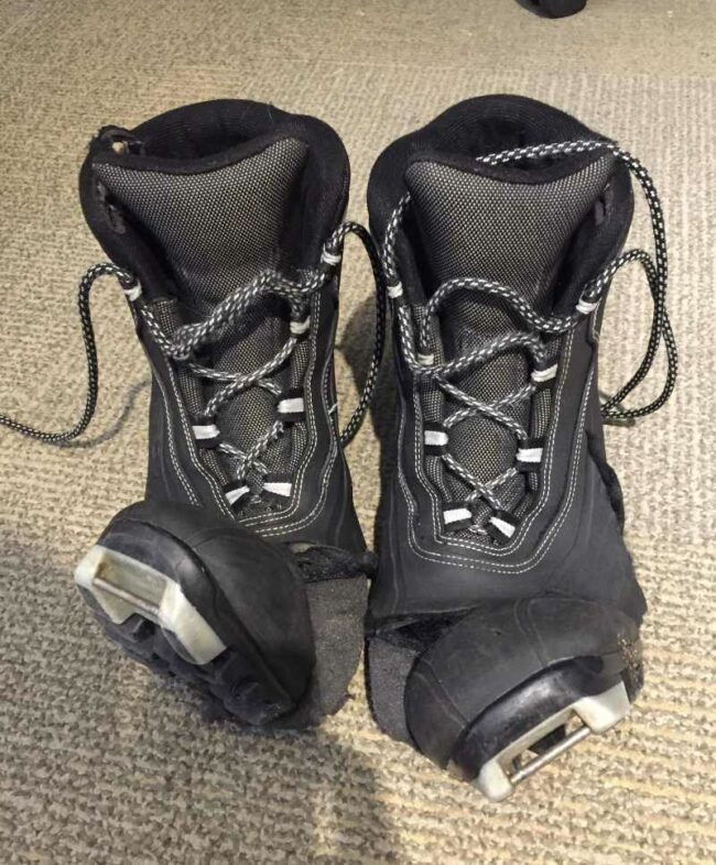 I work at a place where we lend ski equipment. Here are a pair of boots from someone that fell